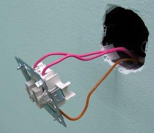 Заводим провода в выключатель