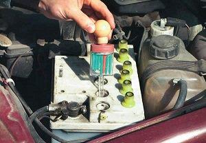 проверка плотности электролита в аккумуляторе